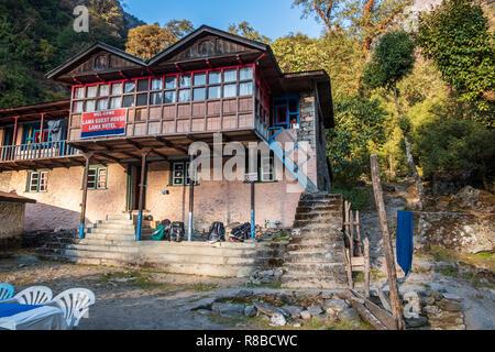 LANGTANG VALLE, Nepal, noviembre 07,2018 : Lama Hotel Village es un cruce de varias rutas de senderismo en Langtang valle. Imagen De Stock