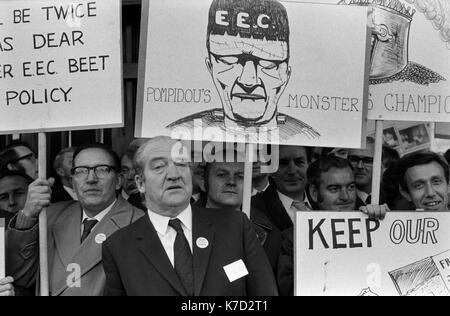 Sindicatos, trabajadores protestar de nuevo CEE Comunidad Económica Europea fuera de la conferencia del partido conservador Winter Gardens Blackpool Lancashire, 1973. 1970 UK HOMER SYKES. Imagen De Stock