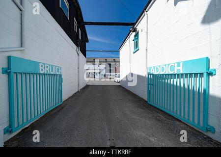 Bruichladdich Distillery en la isla de Islay en Inner Hebrides de Escocia, Reino Unido Imagen De Stock