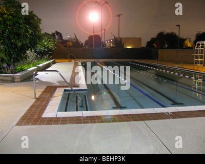 Piscina pública de noche Imagen De Stock
