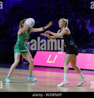 Caroline O'Hanlon (Irlanda) en acción durante la vitalidad Netball World Cup 2019 a M&S Bank Arena, Liverpool, Reino Unido.Nueva Zelandia beat Irlanda: 77-28 Imagen De Stock
