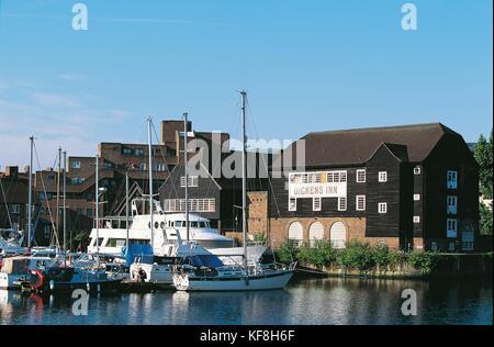 Reino Unido Londres St Katharine Docks pub.'s Dicken's Inn Imagen De Stock