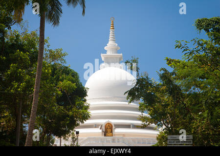 UNAWATUNA la Pagoda de la paz sobre la ladera RUMASSALA Imagen De Stock