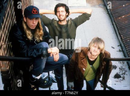 El grupo de rock estadounidense Nirvana en octubre de 1990. Desde la izquierda: Dave Grohl, Krist Novoselic, Kurt Cobain. Foto: Hanne Jordania Imagen De Stock