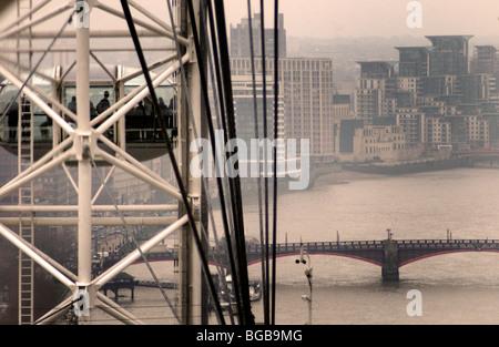 Fotografía del ojo de Londres frío invierno río Támesis ver gris Imagen De Stock