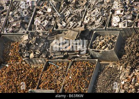 Reciclaje de piezas de automóviles en Bangkok, Tailandia, los comerciantes de desechos Imagen De Stock