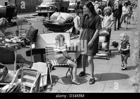 Portobello Road mercado el sábado 70 de Londres. Esto es en el extremo norte que no fue próspera. Las Imagen De Stock
