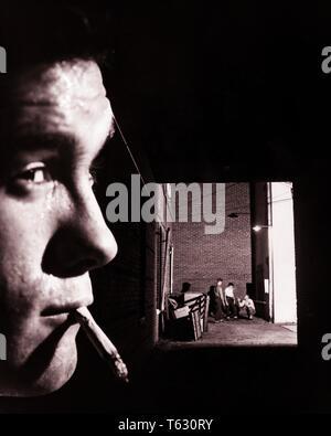 Cerca de 1950 adolescentes Fumar cigarrillos SHOT CARA DE FONDO DE TRES muchachos en el Back Alley hasta ninguna buena - w3803 CRS001 HARS SHOT COPIA ESPACIO RIESGO MASCULINO ADOLESCENTE EXPRESIONES B&W PISTA TRISTEZA CONTACTO OCULAR ACTIVIDAD DE APUESTAS DE CABEZA Y HOMBROS AVENTURA EMOCIÓN CONEXIÓN moroso de cerca el comportamiento de los menores culpables de pre-adolescentes pre-teen BOY BLANCO Y NEGRO RESISTENTE ETNIA CAUCÁSICA LOOKOUT SOSPECHOSAS ANTIGUA Imagen De Stock