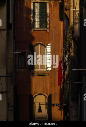 Fachadas cariados veneciano, la región del Veneto, Venecia, Italia Imagen De Stock