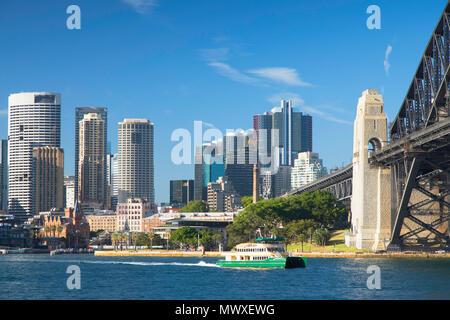 Sydney Harbour Bridge y el horizonte, Sydney, New South Wales, Australia, el Pacífico Imagen De Stock