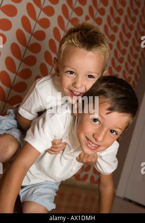 Primer plano de los muchachos carcasa rugosa Imagen De Stock