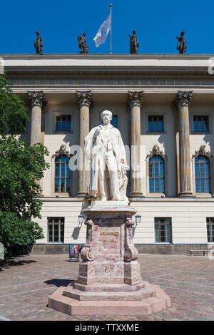 Estatua de Helmholtz de la Universidad Humboldt de Berlín, Alemania Imagen De Stock