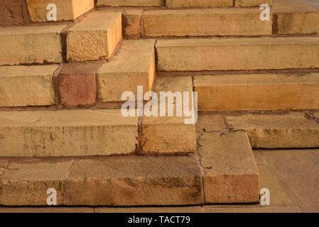 - 246 SSK abstractas y patrones de escalones de piedra arenisca de un templo hindú dedicado a señor Shiva denominada Kandariya Mahadev Khajuraho, Madhya Pradesh, India Asia el 12 de diciembre de 2014 Imagen De Stock