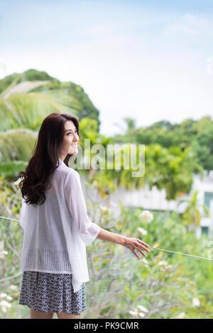 Mujer joven feliz de vacaciones Imagen De Stock