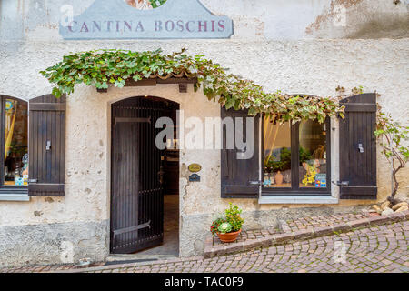Entrada frontal Cantina Boschis, Barolo, Piamonte, Italia Imagen De Stock