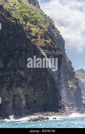 Hawai, Kauai Napali, Costa Napali State Park, cascada Imagen De Stock