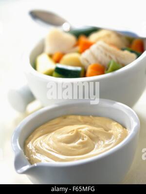 Aïoli salsa de ajo y aceite de oliva Imagen De Stock