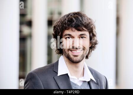 Hombre joven con barba, retrato, Renania del Norte-Westfalia, Alemania Imagen De Stock