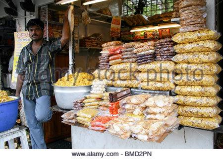 Una banana CHIPS VENDEDOR EN EAST FORT, Trivandrum Imagen De Stock