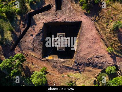 Vista aérea de la iglesia de corte rock monolítico de bete giyorgis, región de Amhara, Lalibela, Etiopía Imagen De Stock