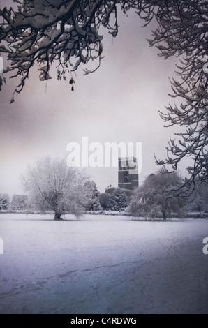 Iglesia en invierno, la nieve Imagen De Stock
