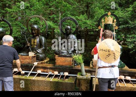 Japón, la isla de Honshu, la región de Kansai, Prefectura de Wakayama, distrito de Ito, Koyasan, Cementerio Okunoin, el templo budista Imagen De Stock