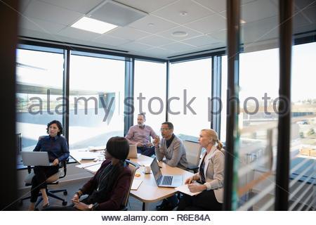 La gente de negocios en la sala reunión Imagen De Stock