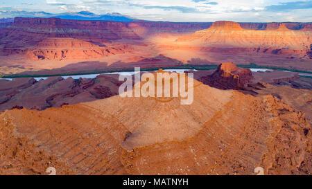 La pirámide, osos oídos Monumento Nacional de Colorado, Utah, Río y montañas La Sal más allá Imagen De Stock