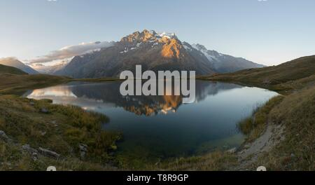 Francia, Hautes Alpes, la enorme tumba de Oisans, panorama del lago Pontet y Meije Imagen De Stock