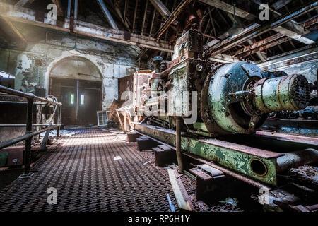 Área generador bajo un hospital psiquiátrico abandonado Imagen De Stock