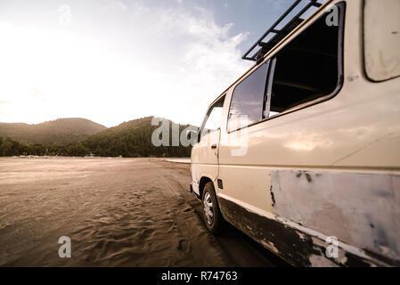 Autocaravana en la playa, Chile Imagen De Stock
