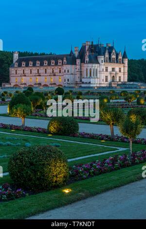 Jardín iluminado de Diane de Poitiers en Chateau Chenonceau en el Valle del Loira, Centro Francia Imagen De Stock