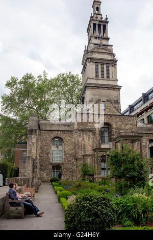La Iglesia de Cristo de Greyfriars junto a King Edward Street, City de Londres, en gran parte destruida por los Imagen De Stock