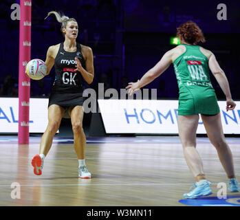 Jane Watson (NZ) en acción durante la vitalidad Netball World Cup 2019 a M&S Bank Arena, Liverpool, Reino Unido.Nueva Zelandia beat Irlanda: 77-28 Imagen De Stock