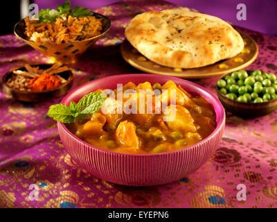 Asunto ALOO indio Curry Imagen De Stock