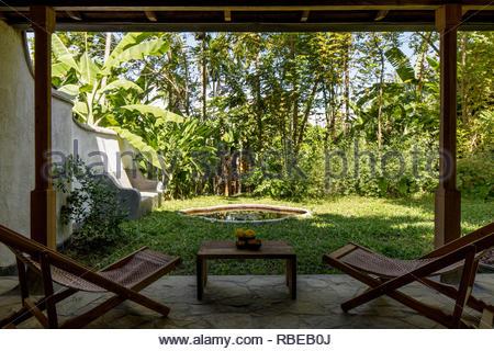 Jardín Balcón. Jalakara Villa Hotel, Islas Andamán y Nicoar, India. Arquitecto: Ajith Andagere, 2016. Imagen De Stock