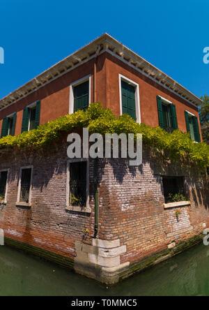 Antigua casa sobre el Canal de Panamá, la región del Veneto, Venecia, Italia Imagen De Stock