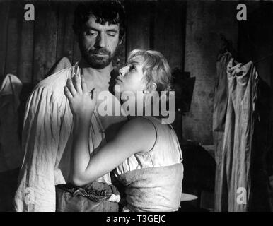 Les Sorcieres de Salem Año: 1957 - Francia Yves Montand, Mylène Demongeot Director: Raymond Rouleau Imagen De Stock