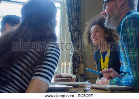 Dos amigos que trabajan juntos en una cafetería diner Imagen De Stock