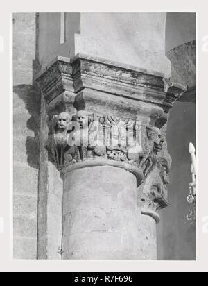 Puglia Bari Gravina in Puglia Catedral, este es mi Italia, el país de la historia visual, el románico y el gótico medieval de escultura arquitectónica, incluido el rosetón. Post-medievales del siglo XV, la arquitectura y la escultura arquitectónica, incluyendo los frisos y capiteles tallados campanile que datan de siglos 17-18 escultura coro pinturas sobre lienzo Imagen De Stock