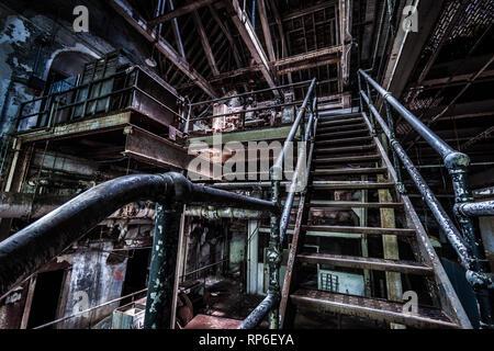 Sótano de un hospital psiquiátrico abandonado Imagen De Stock