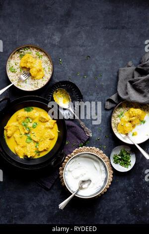 Curry de pescado con coco y mostaza. Imagen De Stock