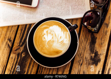 Latte art en taza de café Imagen De Stock