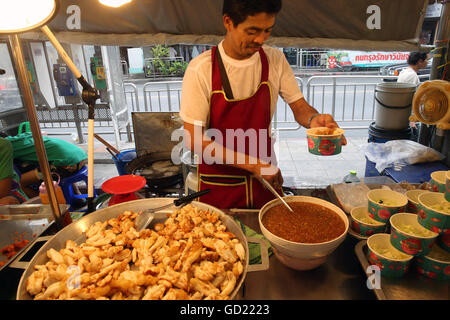 Calamares Fritos, el mercado de alimentos de Bangkok, Bangkok, Tailandia, el sudeste de Asia, Asia Imagen De Stock