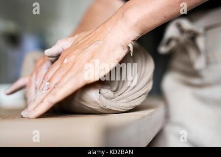 Potter en el trabajo Imagen De Stock