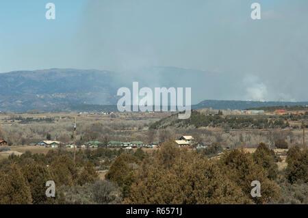 Los incendios forestales en la Precordillera de San Juan, cerca de Ignacio, Colorado. Fotografía Digital. Imagen De Stock