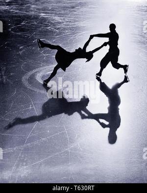 1920 siluetas anónimas pareja de patinaje artístico sobre hielo refleja Grindelwald en el Oberland bernés en Suiza - w13 HAR001 HARS SALUBRIDAD COPIA DE LONGITUD COMPLETA AMISTAD ESPACIO señoras aptitud física personas varones de riesgo confianza Atlético B&W PARTNER FELICIDAD ÁNGULO ALTO FUERZA SUIZA VALENTÍA RECREACIÓN EN LA CONEXIÓN CONCEPTUAL OBERLAND elegante Anonymous patinaje sobre hielo a mediados de adulto-adulto medio hombre-mujer adulta media refleja la relajación CONVIVENCIA ESPOSAS EN BLANCO Y NEGRO la etnia CAUCÁSICA HAR001 ANTICUADO Imagen De Stock