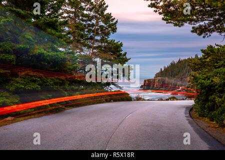 Park Loop Road al anochecer, en el estado de Maine Imagen De Stock
