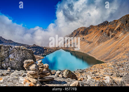 Hermoso lago Gosainkunda alta altitud en Nepal Imagen De Stock