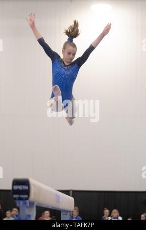 Ottawa, Canadá. El 24 de mayo, 2019. Julia Gillies (#286) realiza en la viga durante el Junior Femenino 2019 Gimnasia Artística Campeonatos Canadienses de la Universidad de Carleton en Ottawa, Canadá. Daniel Lea/CSM/Alamy Live News Imagen De Stock